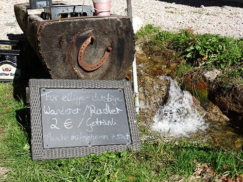 Brunnen mit Getränken an der Fallmühle