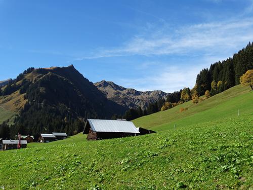 Rückblick vom Baader Höhenweg Richtung Starzeltal